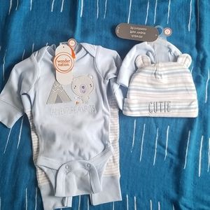Newborn carters outfit and hats NWT